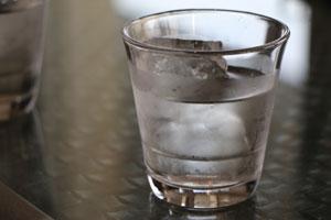 Magazin: Lacktastisch: 7 Tipps für perfekte Nägel, Eiswasser Bild: pixabay